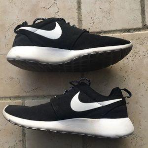 black nike roshes shoes sneakers